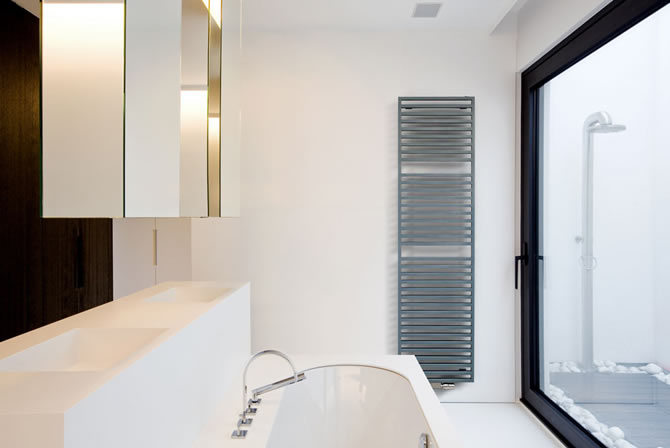 Arche-bad-grey-blue - Vasco's eco-friendly radiators