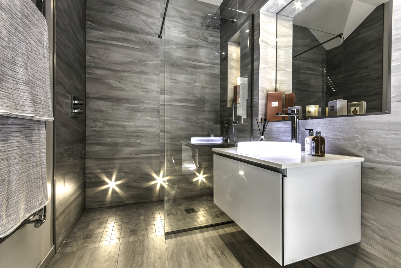 High end bathroom design for luxury new build apartments for Best ensuite designs