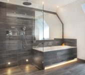 Luxurious bath and tiled wall
